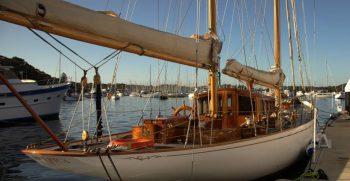 1924-english-classic-gentlemans-sailing-yacht-hurrica-v