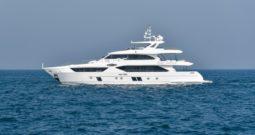 34-метровая яхта Majesty 110