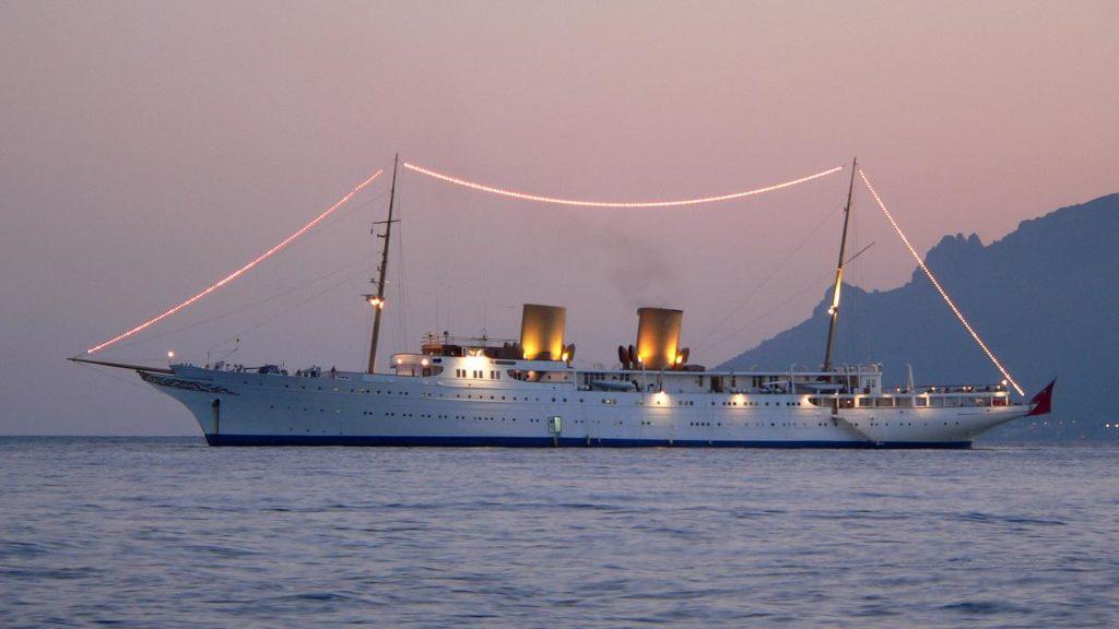 [:ru]Пять удивительных 100-метровых яхт [:ua]П'ять дивовижних 100-метрових яхт[:]