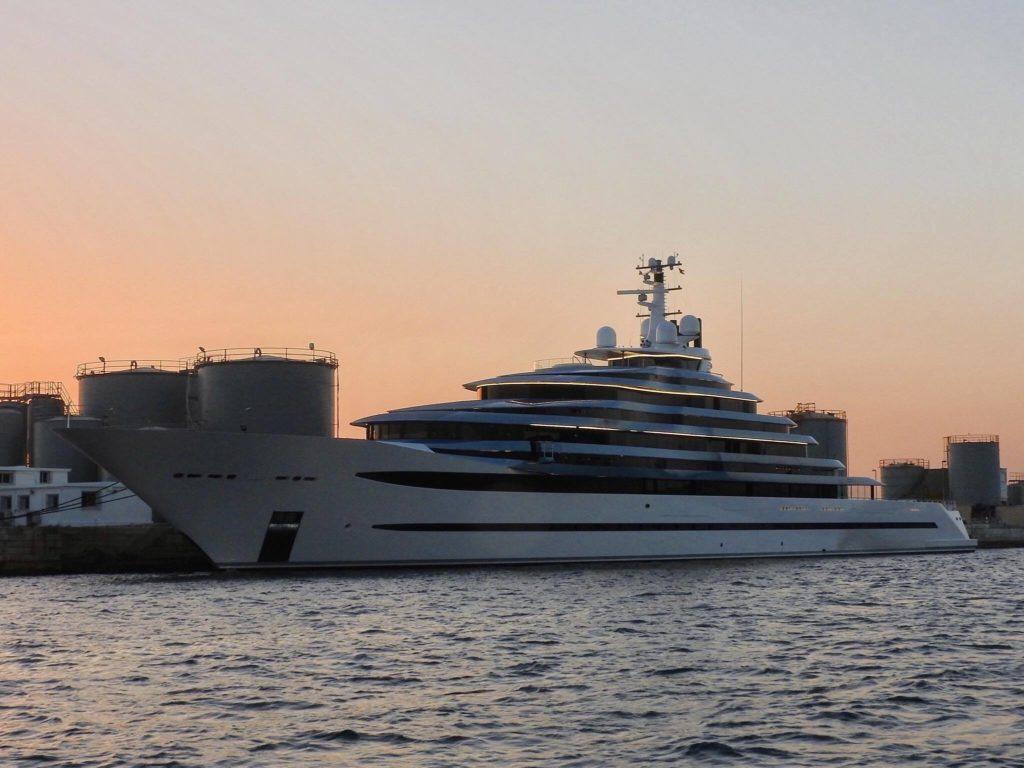 [:ru]Четверка огромных яхт[:ua]Четвірка величезних яхт[:]