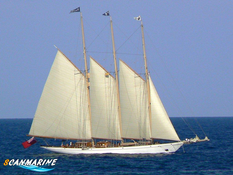 яхта Adix