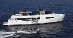 Моторна яхта JURATA