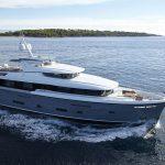 {:ru}30-метровая моторная яхта Bijoux II переходит из рук в руки{:}{:ua}30-метрова моторна яхта Bijoux II переходить з рук в руки{:}