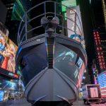 Azimut-Benetti устанавливает 18-метровую яхту на Таймс-сквер