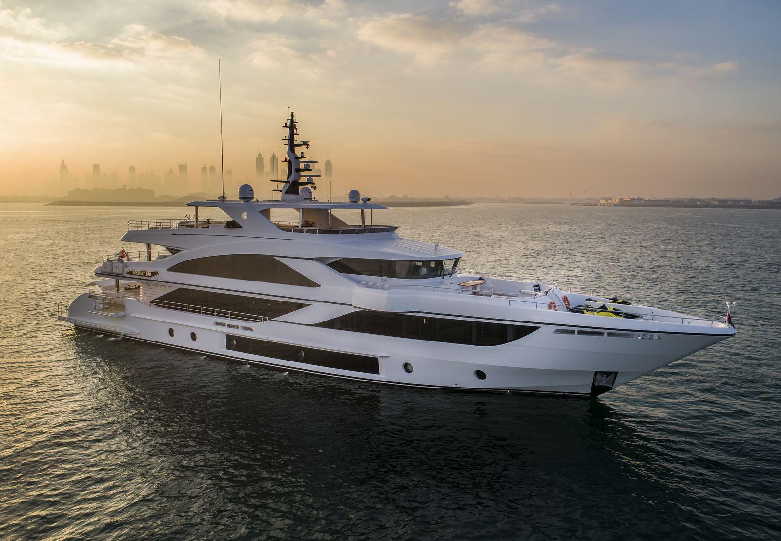 Суперяхта Majesty 140 получила главный приз на выставке FLIBS